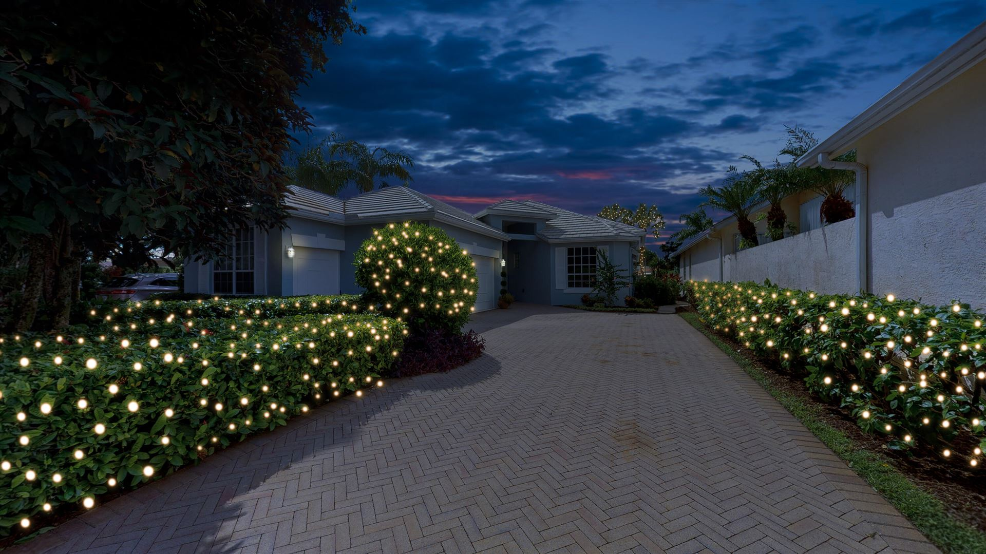 Photo of 122 Victoria Bay Court, Palm Beach Gardens, FL 33418 (MLS # RX-10731619)