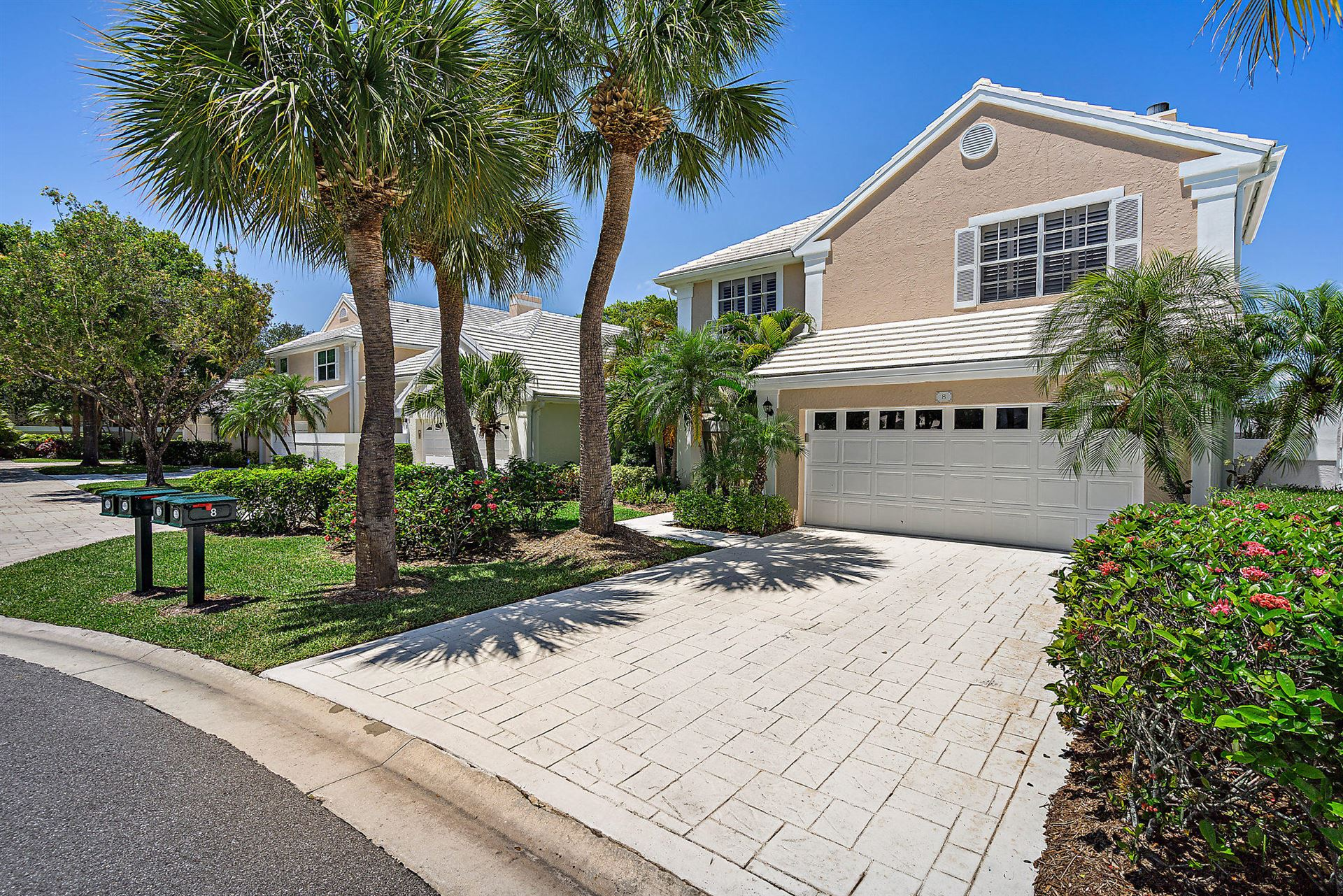 Photo of 8 Windsor Lane, Palm Beach Gardens, FL 33418 (MLS # RX-10619624)