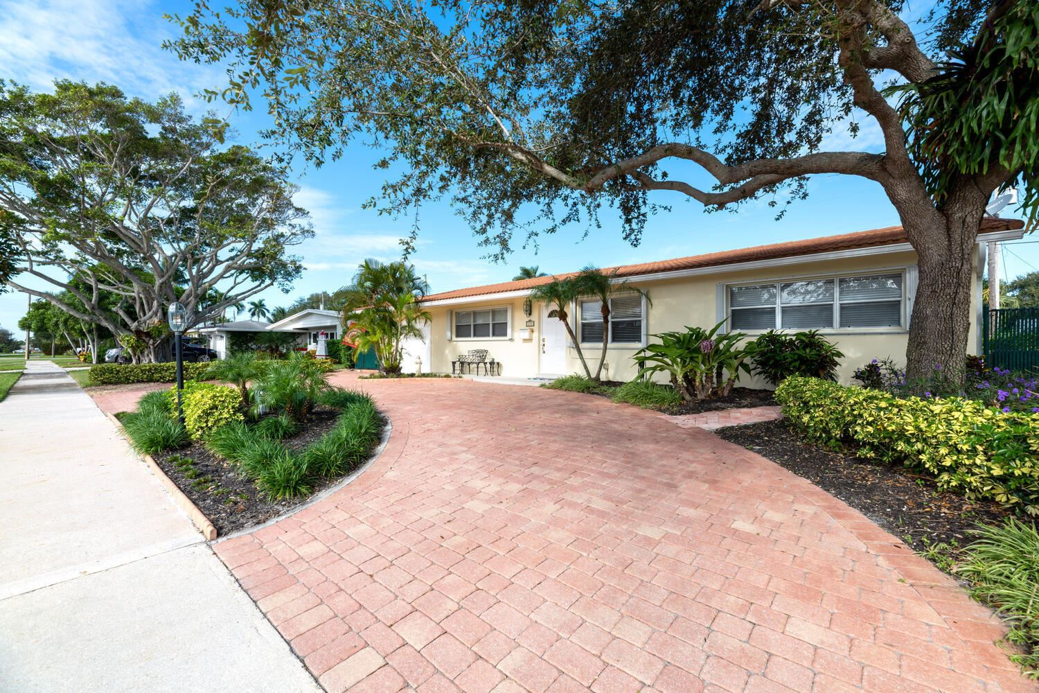 Photo of 437 Harbour Road, North Palm Beach, FL 33408 (MLS # RX-10674630)