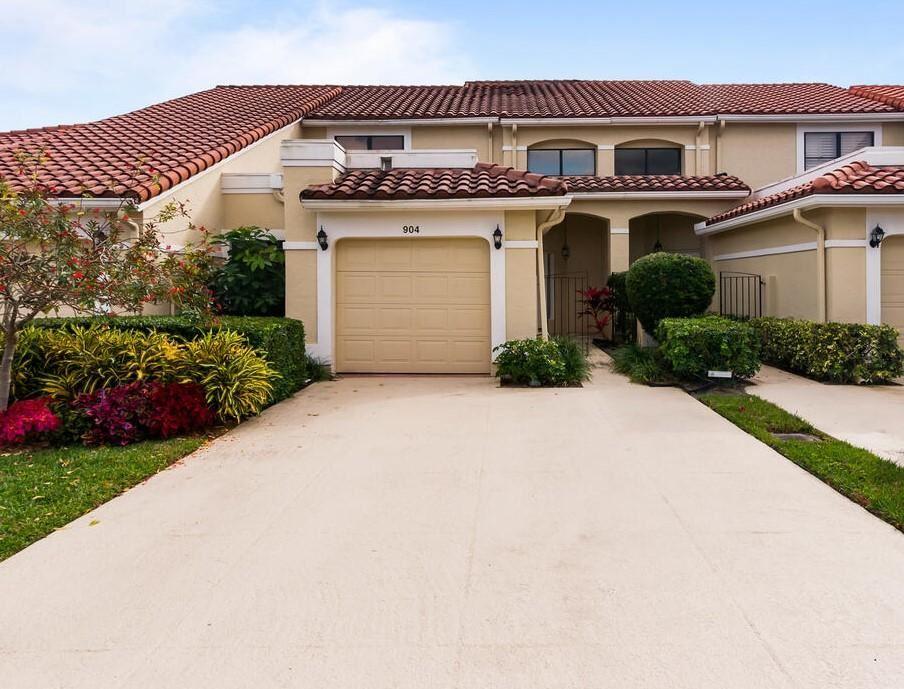 Photo of 904 Windermere Way, Palm Beach Gardens, FL 33418 (MLS # RX-10686632)