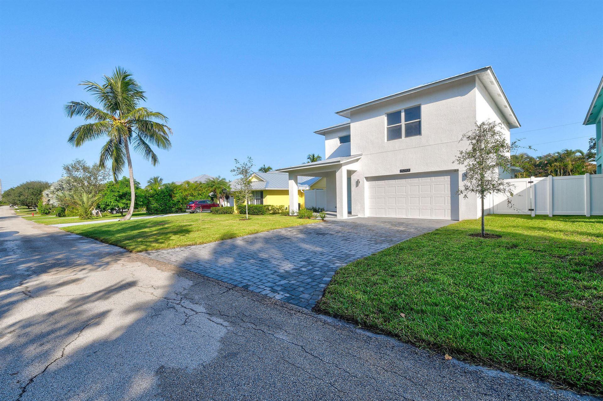 Photo of 9293 SE Saturn Street, Hobe Sound, FL 33455 (MLS # RX-10744633)