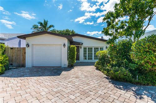 Photo of 411 NE 7th Avenue, Delray Beach, FL 33483 (MLS # RX-10524655)