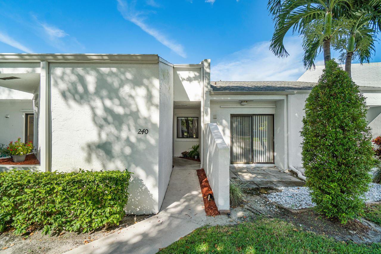 240 Par Drive, Royal Palm Beach, FL 33411 - #: RX-10680658