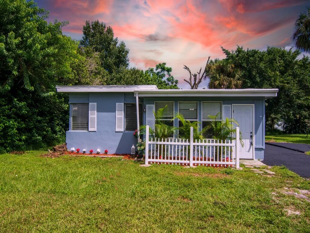 1835 50th Avenue, Vero Beach, FL 32966 - #: RX-10744663