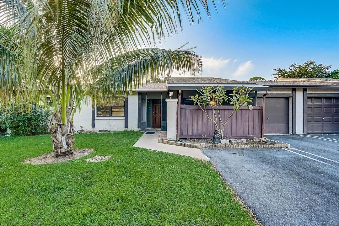 9 Seneca Court, Royal Palm Beach, FL 33411 - #: RX-10750667