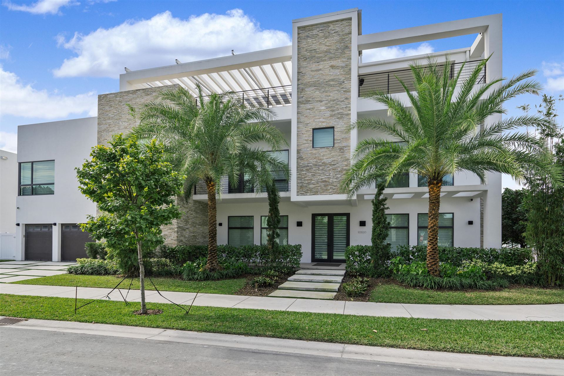 Photo of 10520 NW 68th Terrace, Doral, FL 33178 (MLS # RX-10686691)