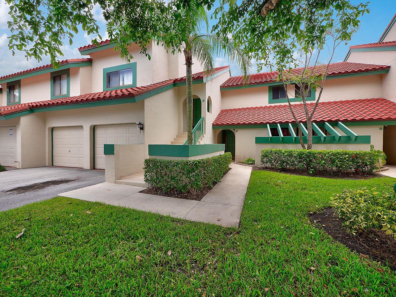 Photo of 24 Lexington Lane W #B, Palm Beach Gardens, FL 33418 (MLS # RX-10675712)