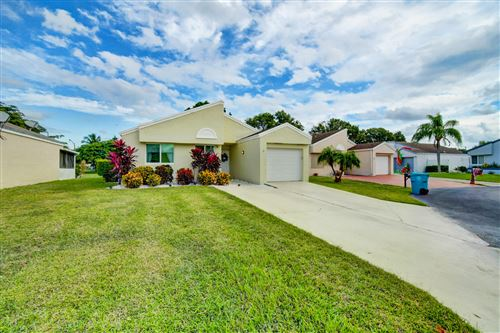 Photo of 4 Compton Way, Boynton Beach, FL 33426 (MLS # RX-10674713)