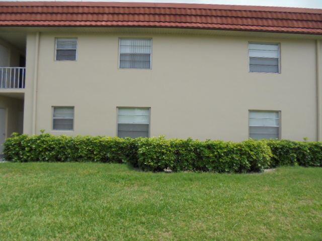Photo of 103 Royal Oak Drive #101, Vero Beach, FL 32962 (MLS # RX-10626714)