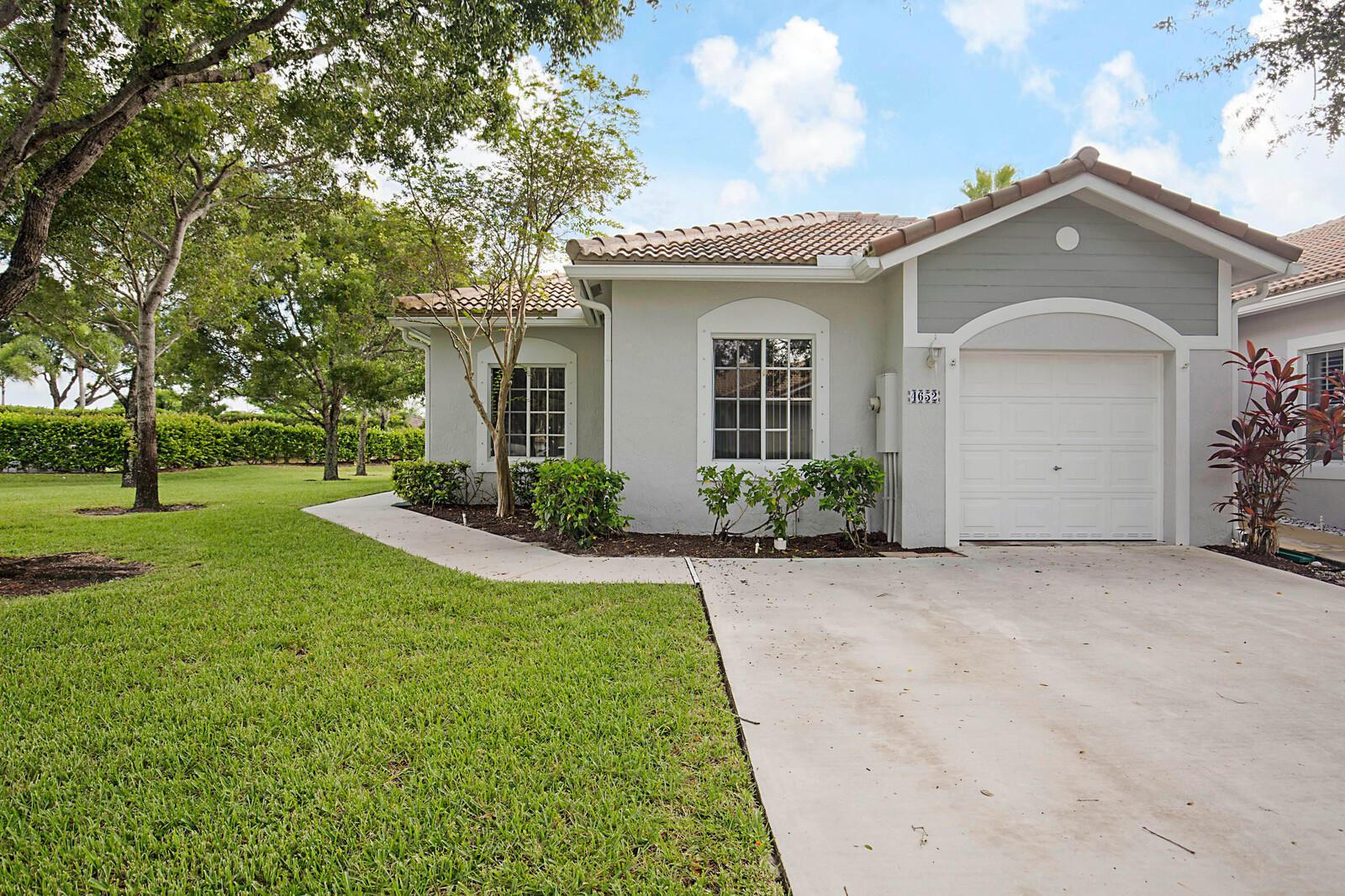 Photo of 4652 SW 13th Street, Deerfield Beach, FL 33442 (MLS # RX-10655718)