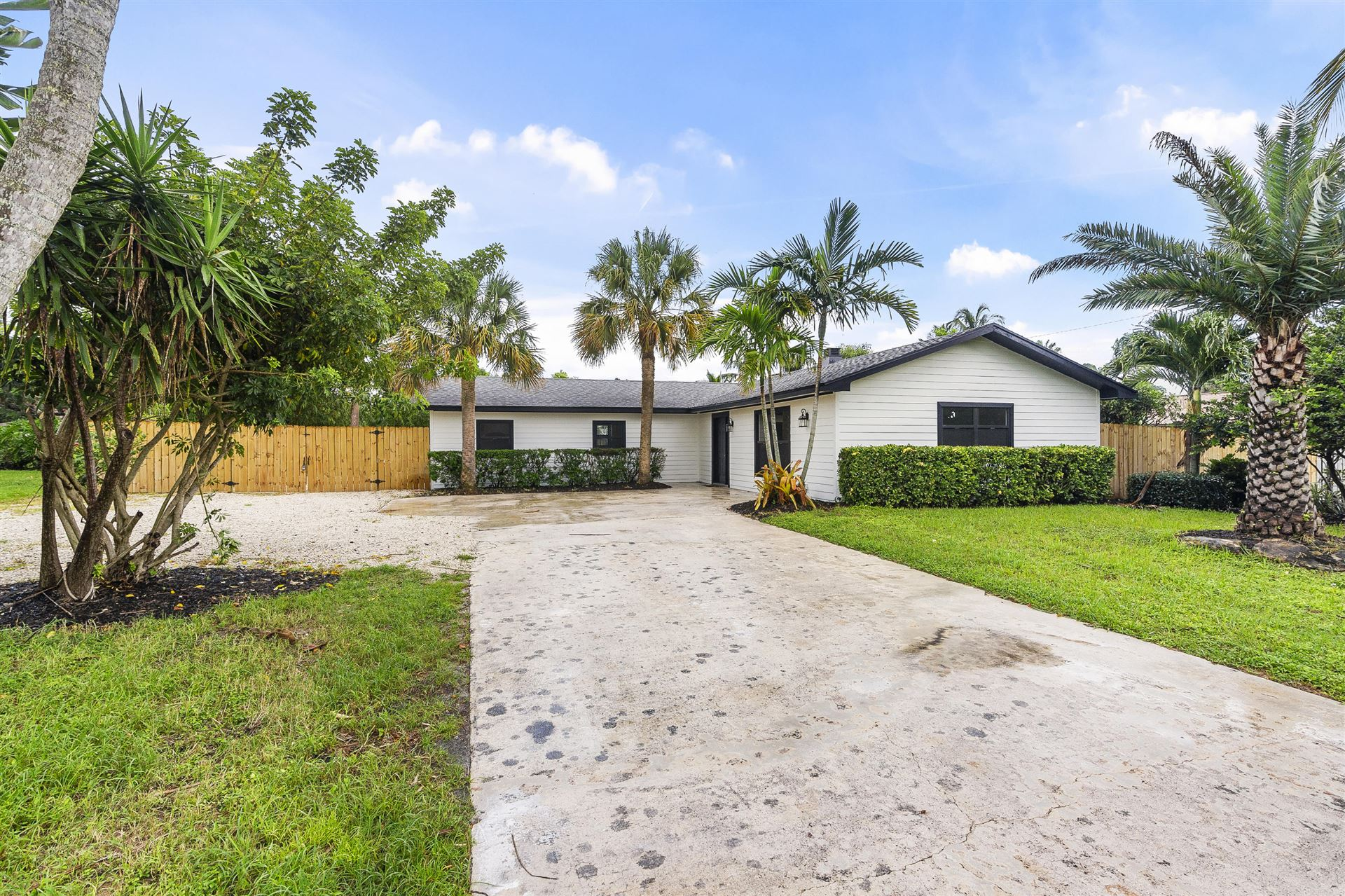 8127 SE Coconut Street, Hobe Sound, FL 33455 - #: RX-10644719