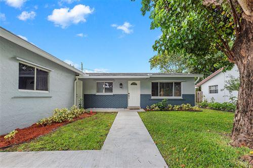 Photo of 3270 SW 1st Street, Deerfield Beach, FL 33442 (MLS # RX-10629722)