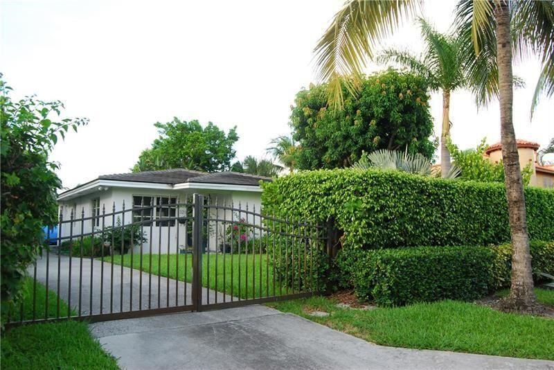 Photo of 321 E Lakewood Road, West Palm Beach, FL 33405 (MLS # RX-10725722)
