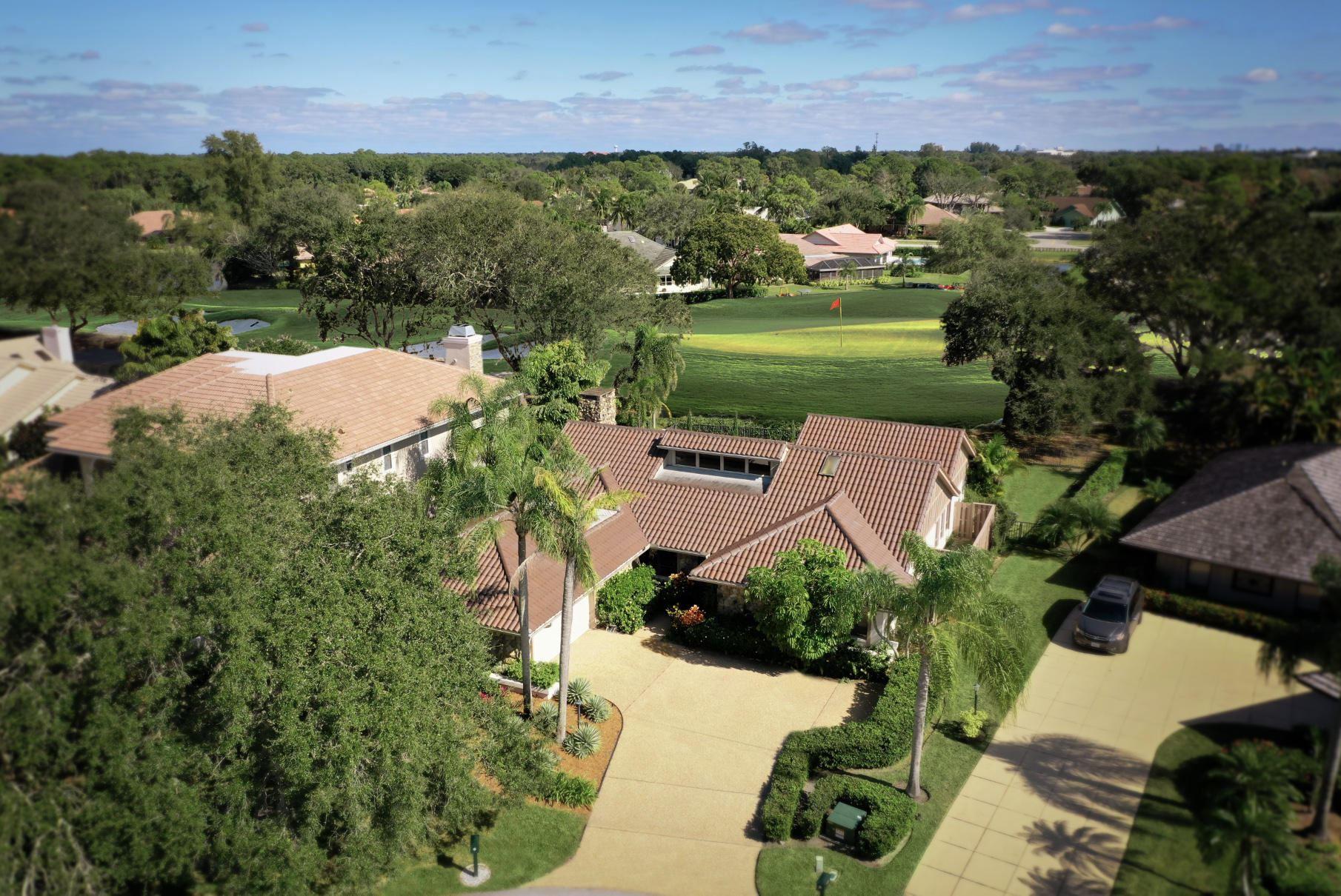 Photo of 4 Glencairn Court, Palm Beach Gardens, FL 33418 (MLS # RX-10679724)