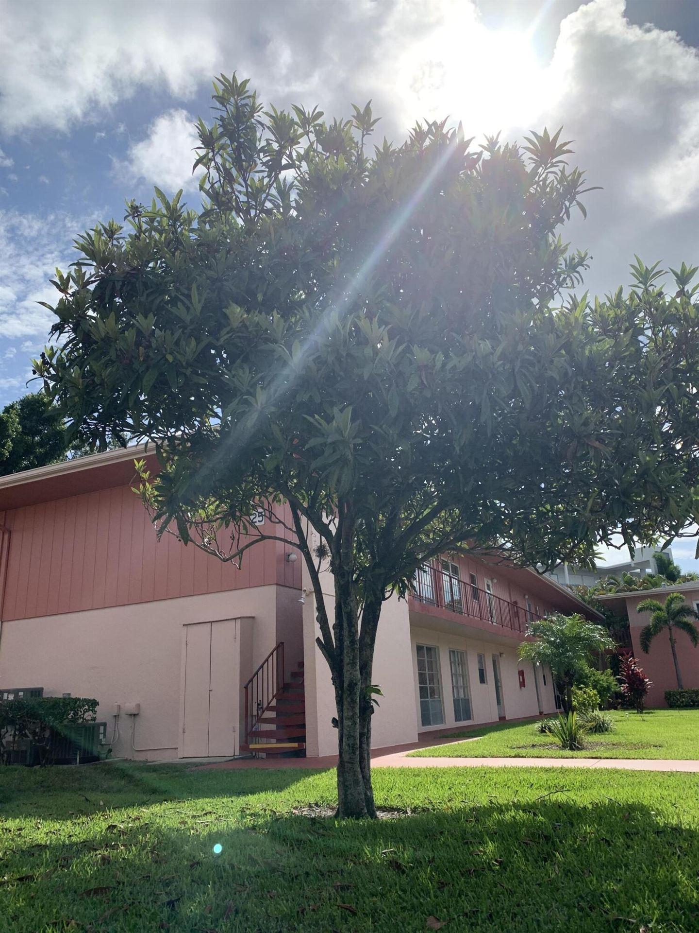 25 Golfs Edge #B, West Palm Beach, FL 33417 - MLS#: RX-10724727