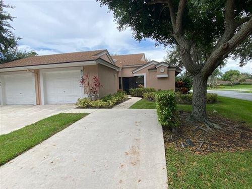 Photo of 8147 Springlake Drive, Boca Raton, FL 33496 (MLS # RX-10727734)