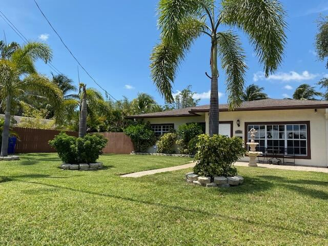 Photo of 1125 NE 5th Terrace, Fort Lauderdale, FL 33304 (MLS # RX-10708736)