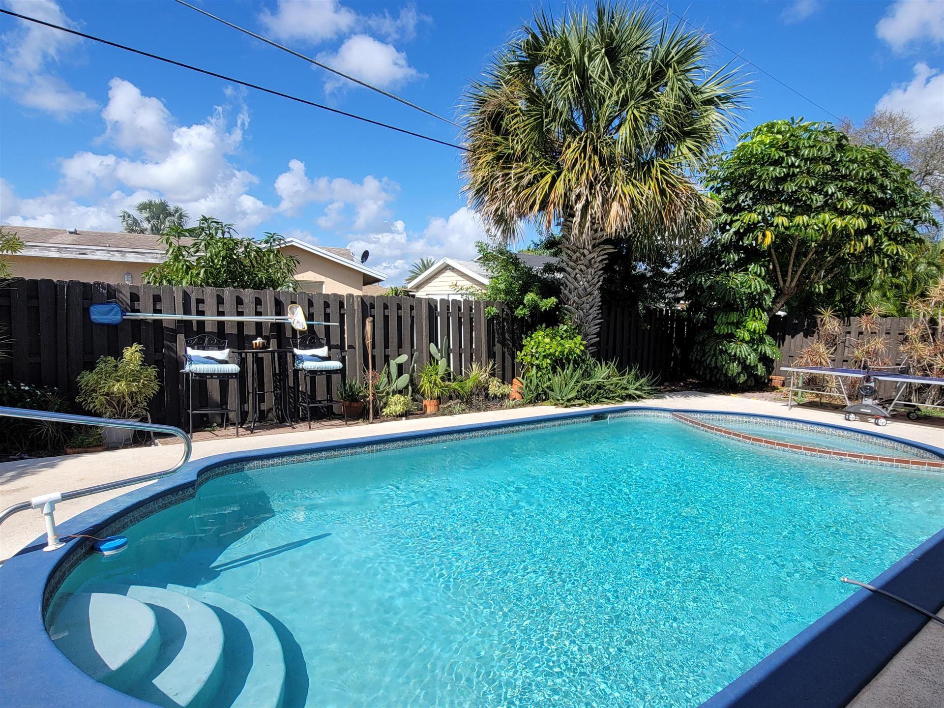Photo of 181 SW 32nd Avenue, Deerfield Beach, FL 33442 (MLS # RX-10691737)