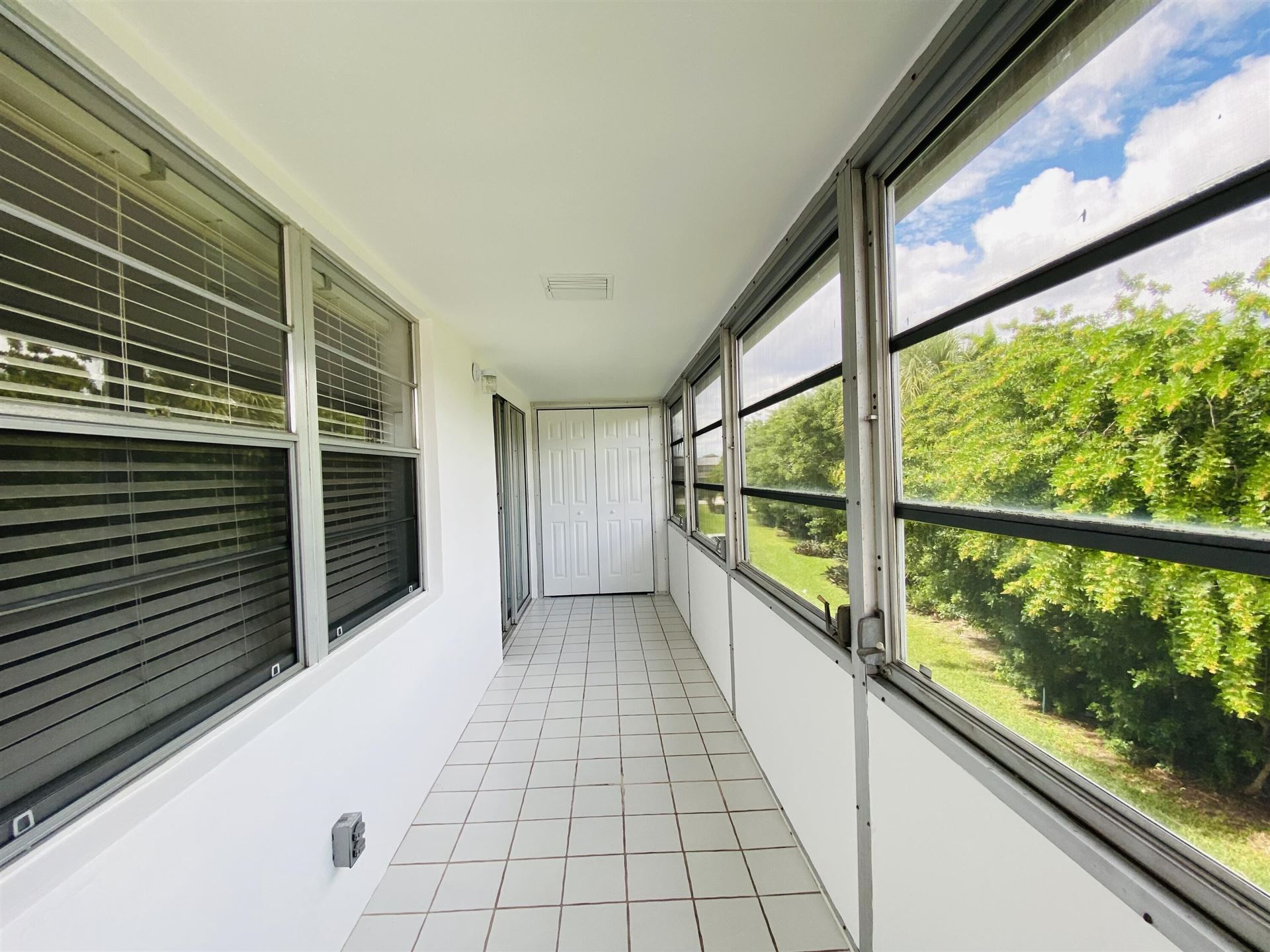 100 Kingswood E, West Palm Beach, FL 33417 - MLS#: RX-10753747