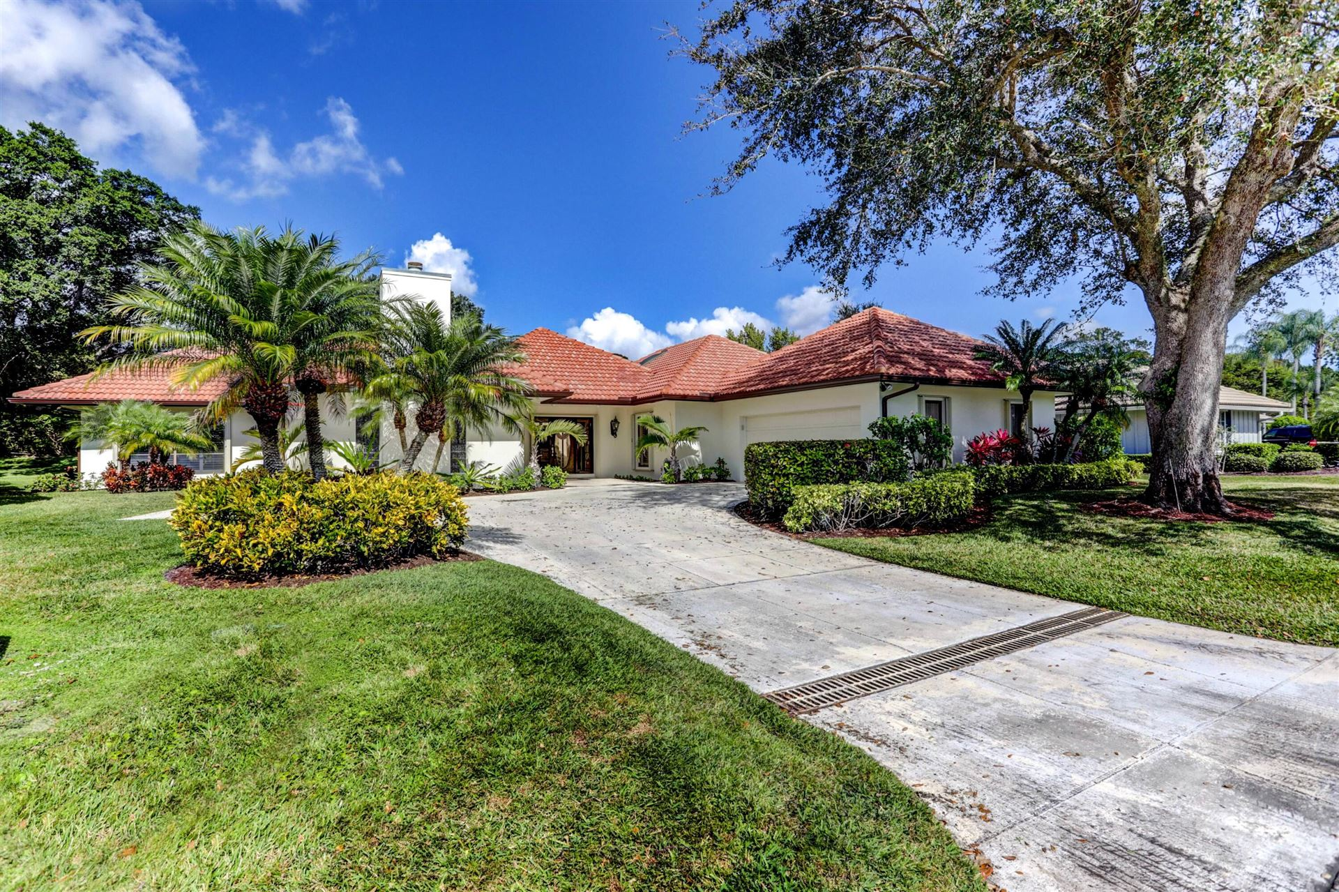 Photo of 2 Durness Court, Palm Beach Gardens, FL 33418 (MLS # RX-10690749)