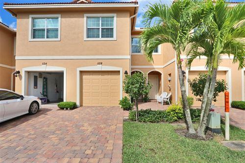Photo of 528 SW Glen Crest Way, Stuart, FL 34997 (MLS # RX-10711753)