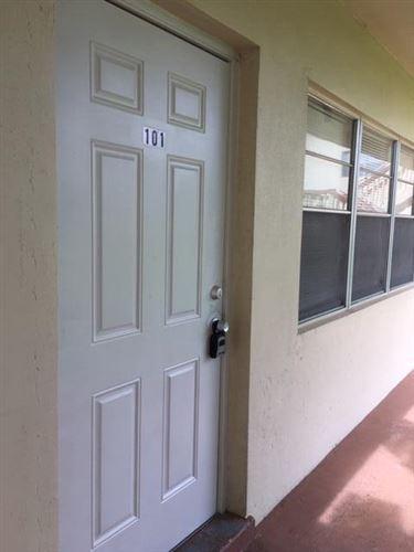 Photo of 101 Salisbury E, West Palm Beach, FL 33417 (MLS # RX-10746757)