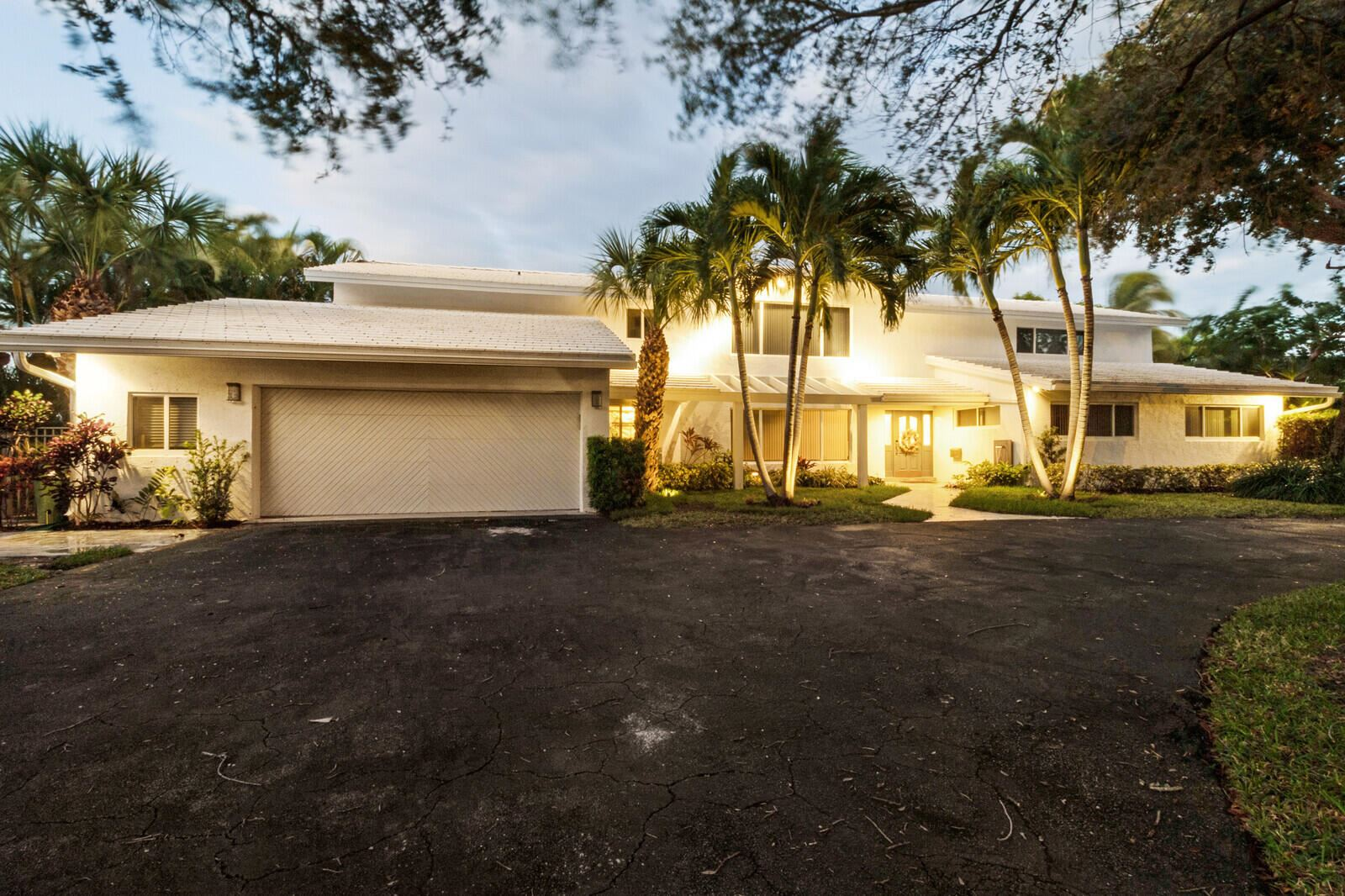 Photo of 2601 NE 37th Drive, Fort Lauderdale, FL 33308 (MLS # RX-10716757)