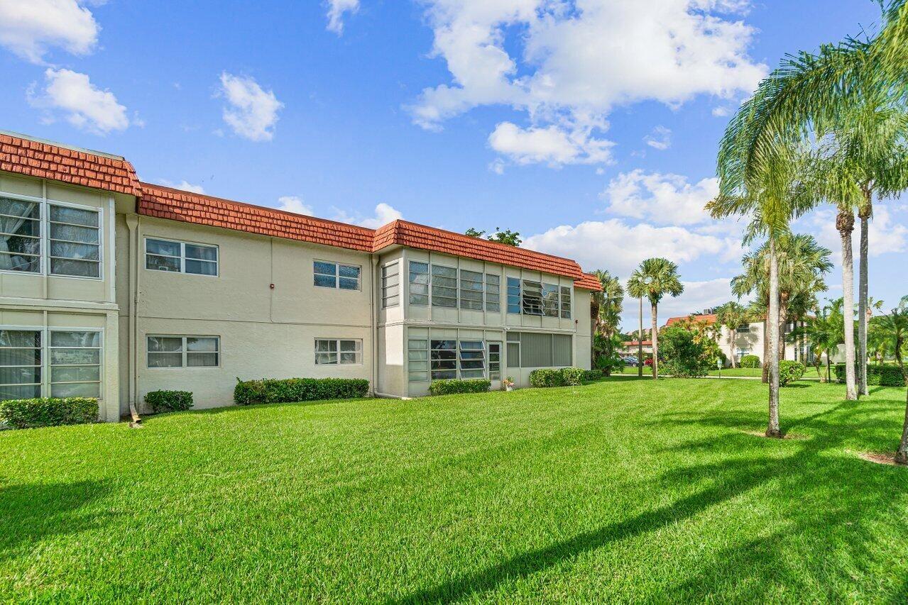 Photo of 6 Abbey Lane #102, Delray Beach, FL 33446 (MLS # RX-10753767)