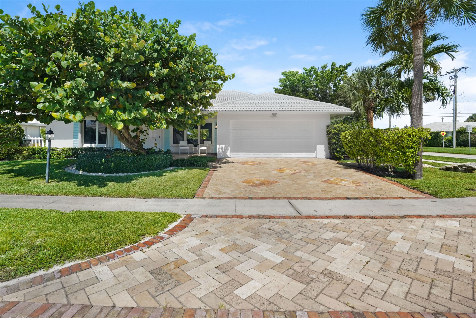 Photo of 1301 SW Tamarind Way, Boca Raton, FL 33486 (MLS # RX-10733776)
