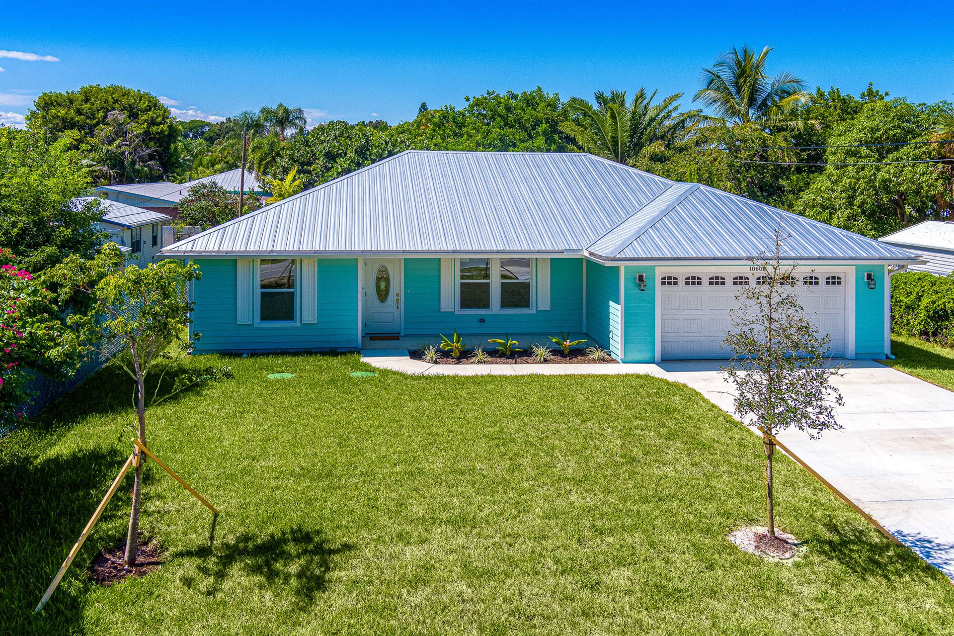Photo of 10600 SE Gomez Avenue, Hobe Sound, FL 33455 (MLS # RX-10748789)