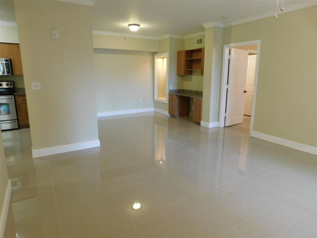 Photo 5 of Listing MLS rx-10555790 in 6511 Emerald Dunes Drive #108 West Palm Beach FL 33411