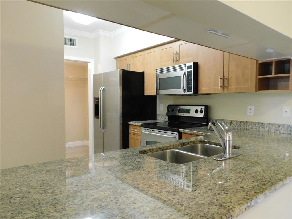 Photo 9 of Listing MLS rx-10555790 in 6511 Emerald Dunes Drive #108 West Palm Beach FL 33411