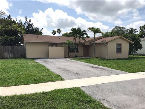 Photo of 9940 Spanish Isles Drive, Boca Raton, FL 33496 (MLS # RX-10595791)