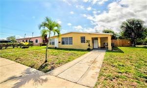 Foto de inmueble con direccion 714 Date Palm Drive Lake Park FL 33403 con MLS RX-10509793