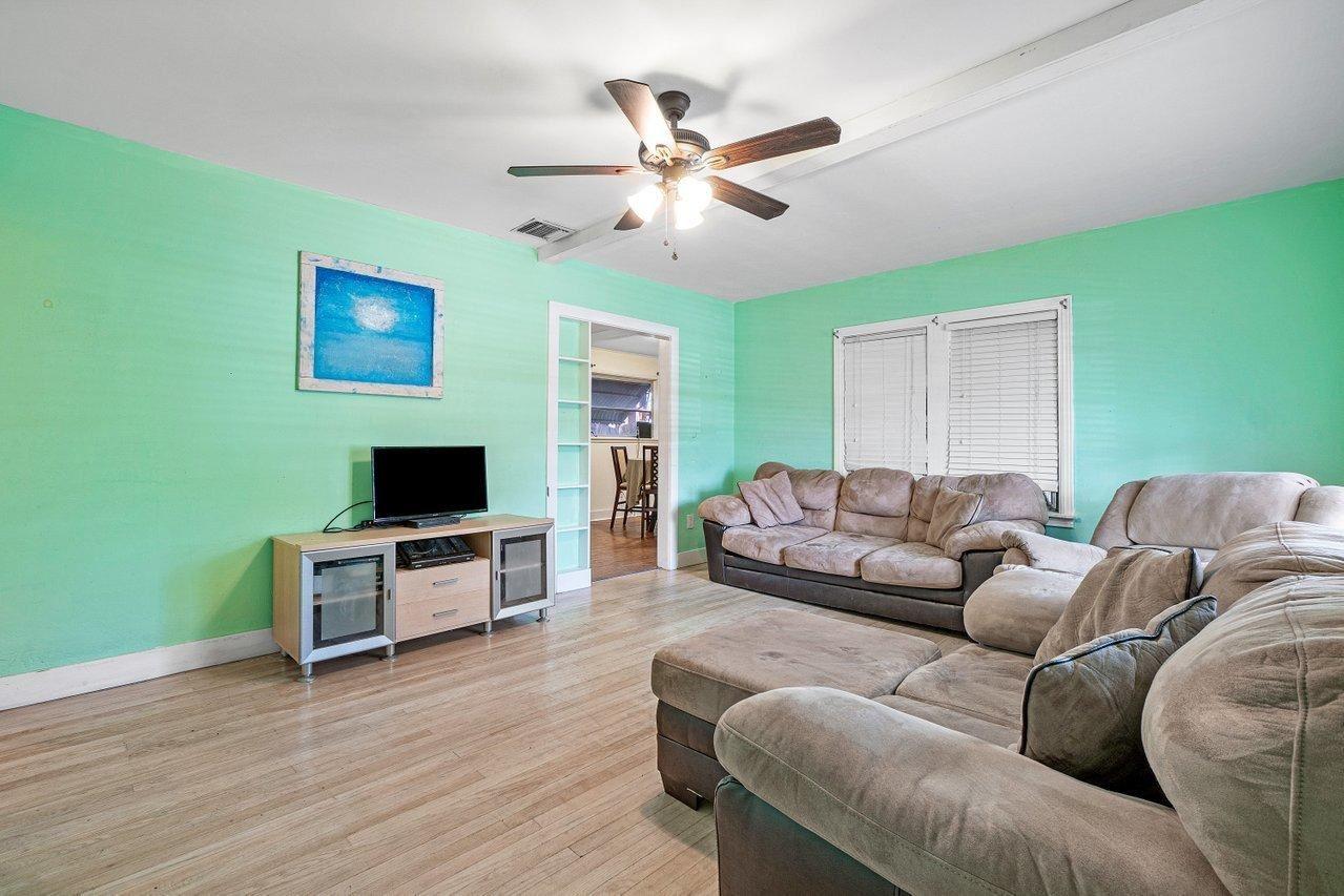 Photo of 909 N K Street, Lake Worth Beach, FL 33460 (MLS # RX-10685802)