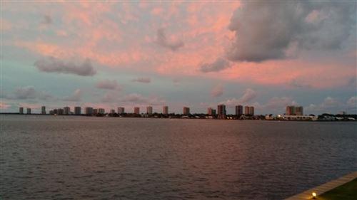 Foto de inmueble con direccion 400 Wilma Circle #202 Riviera Beach FL 33404 con MLS RX-10641804