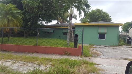 Photo of 2848 SW 9th Street, Fort Lauderdale, FL 33312 (MLS # RX-10644804)