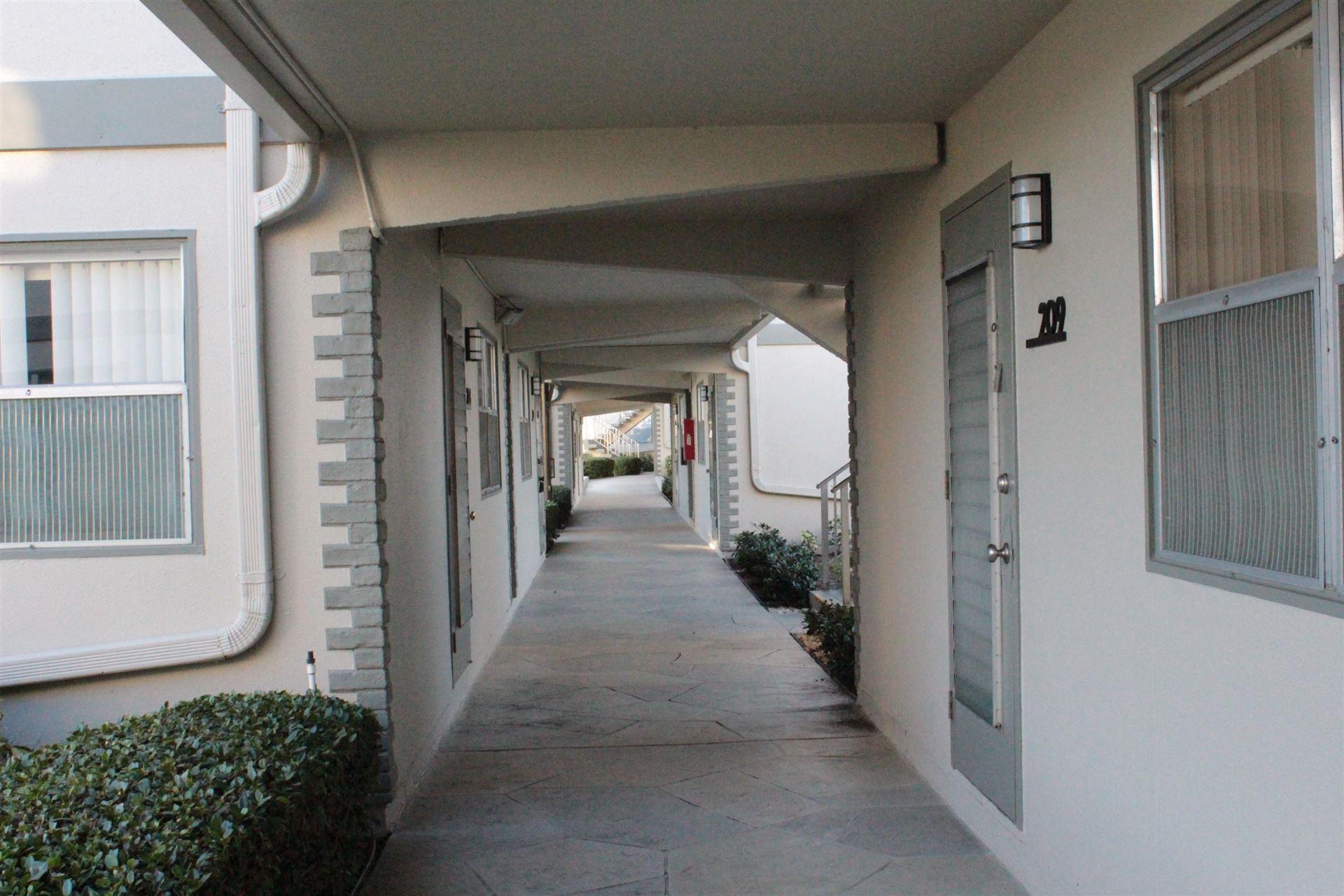 233 Flanders E, Delray Beach, FL 33484 - #: RX-10658806