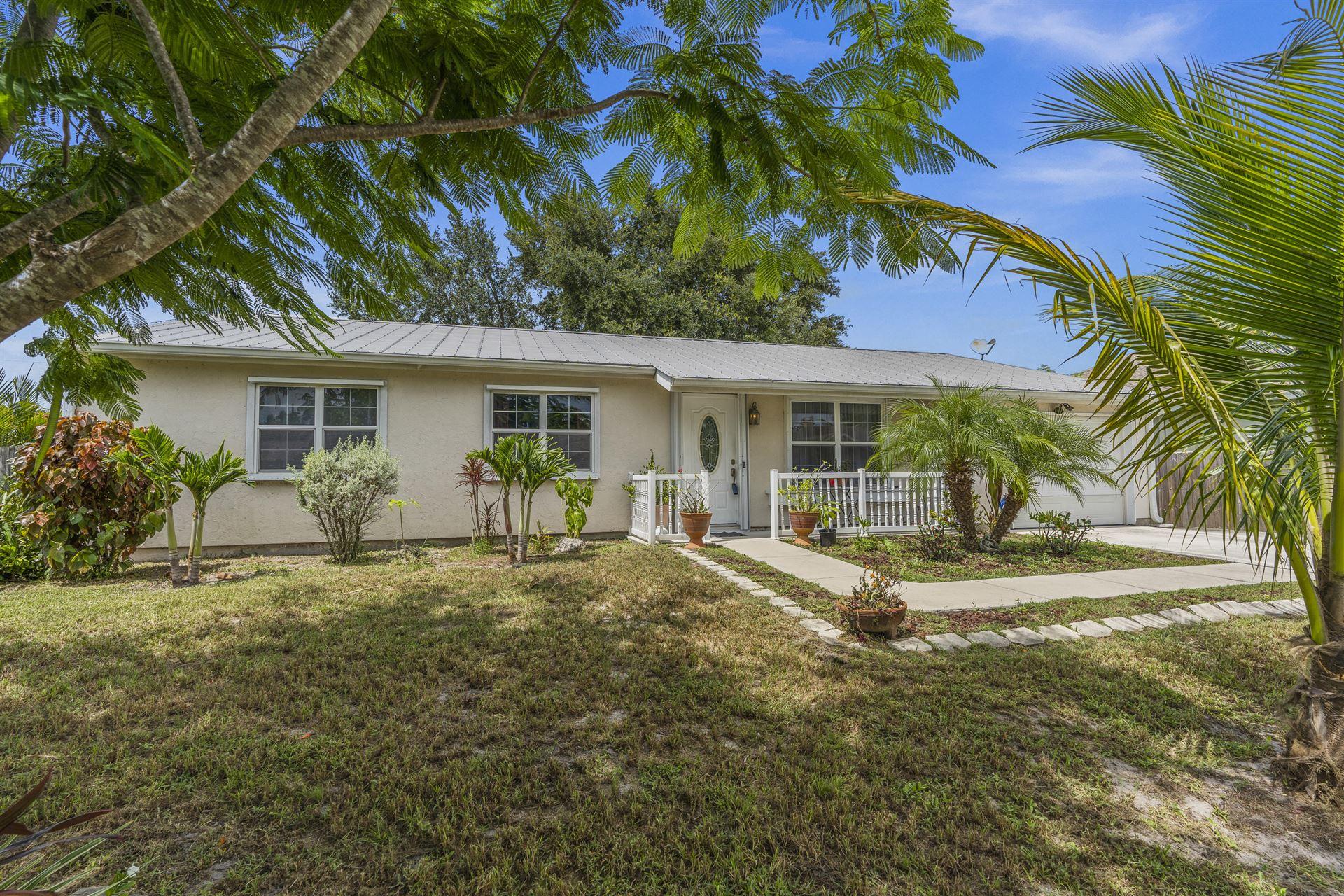 541 SE Crescent Avenue, Port Saint Lucie, FL 34984 - #: RX-10733809
