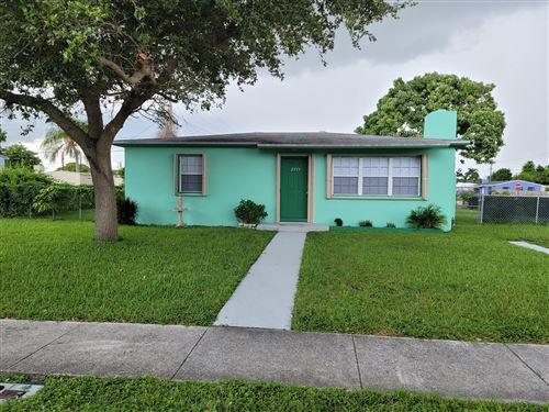 Photo of 2313 Robin Road, West Palm Beach, FL 33409 (MLS # RX-10662813)