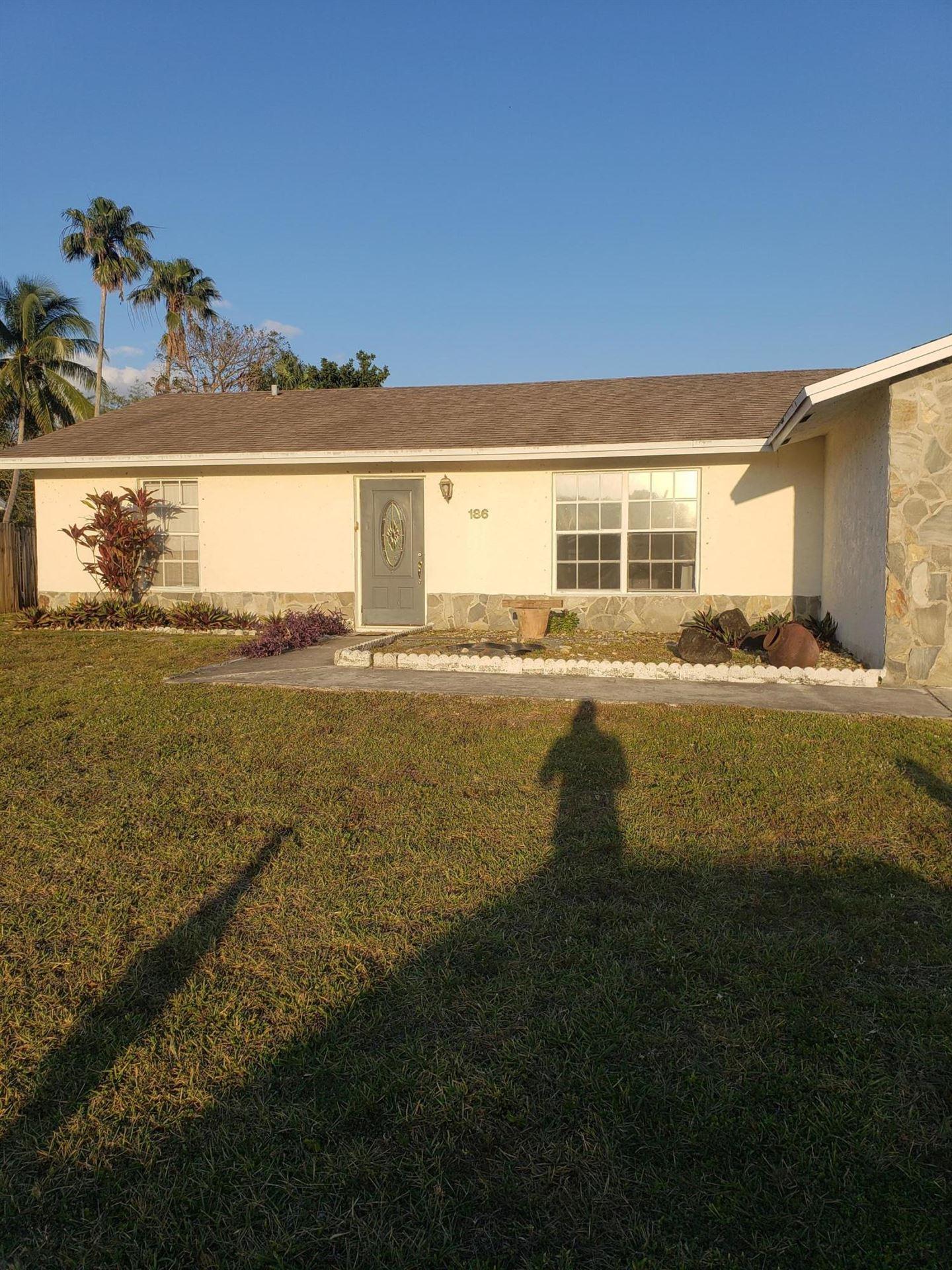 186 SW Dove Circle NW, Royal Palm Beach, FL 33411 - #: RX-10720819