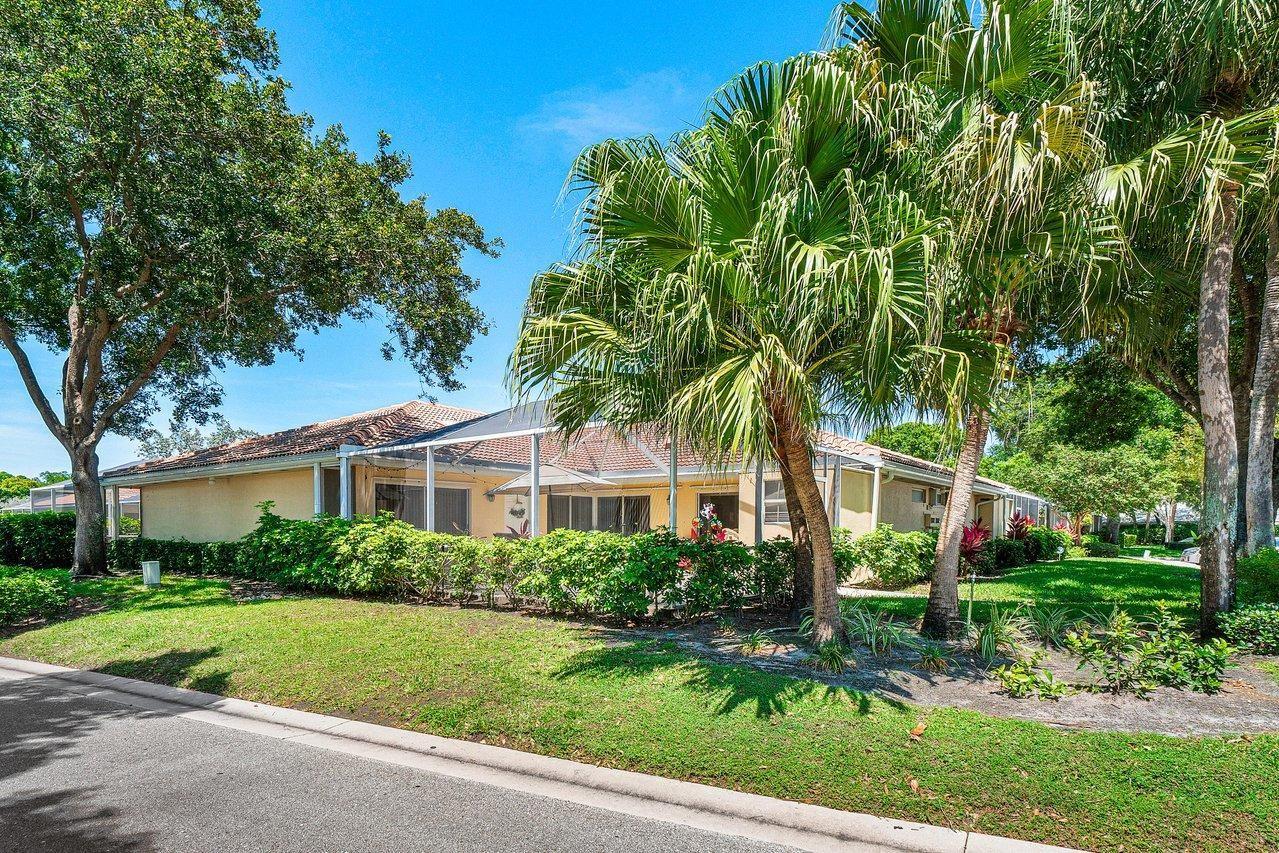 Photo for 9041 Sun Terrace Circle #D, Palm Beach Gardens, FL 33403 (MLS # RX-10713825)