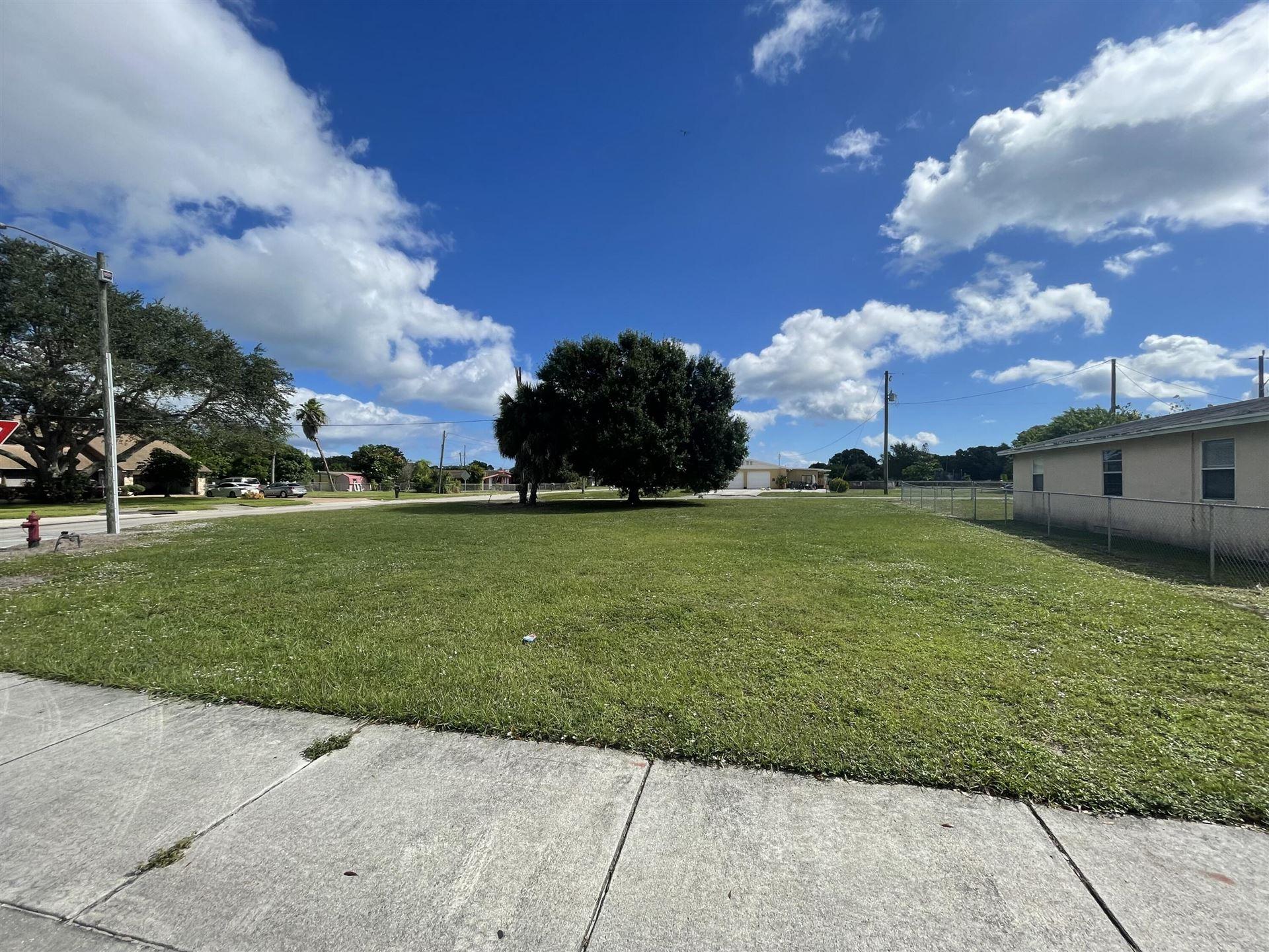 Photo of Tbd Ave Q, Fort Pierce, FL 34950 (MLS # RX-10754837)