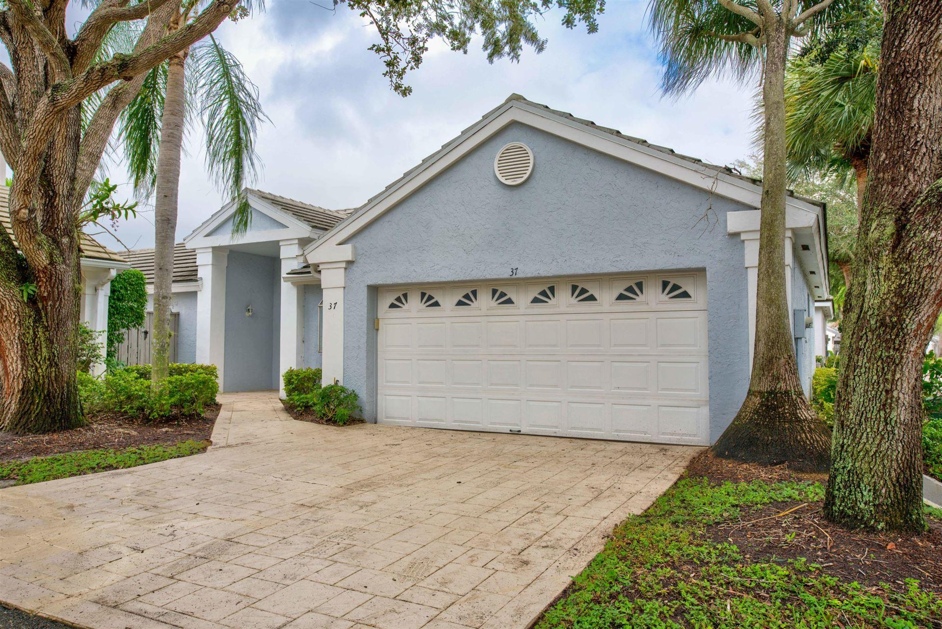 Photo of 37 Admirals Court, Palm Beach Gardens, FL 33418 (MLS # RX-10669846)