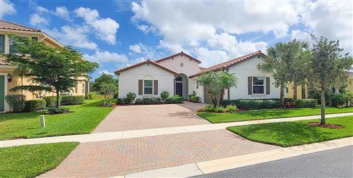 Foto de inmueble con direccion 2433 Bellarosa Circle Royal Palm Beach FL 33411 con MLS RX-10664855