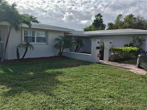 Photo of 816 SW 2nd Street, Boca Raton, FL 33486 (MLS # RX-10662857)