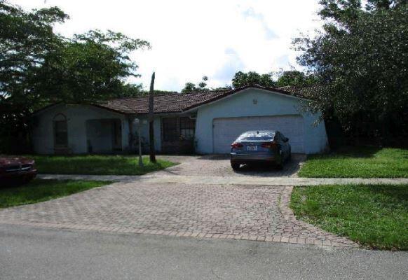 Photo of 842 W Plantation Circle, Plantation, FL 33324 (MLS # RX-10750871)