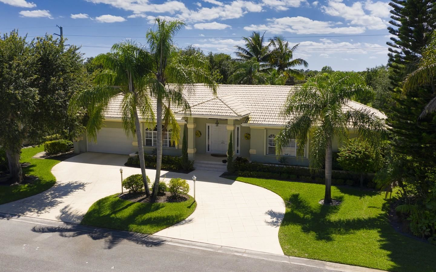 8180 SE Woodlake Lane, Hobe Sound, FL 33455 - #: RX-10620872
