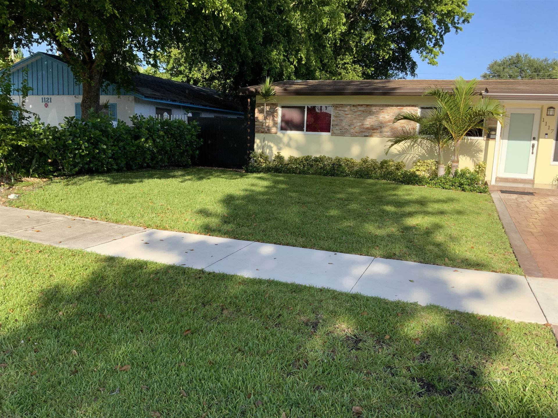 Photo of 1117 SW 22 Ave, Fort Lauderdale, FL 33312 (MLS # RX-10732877)