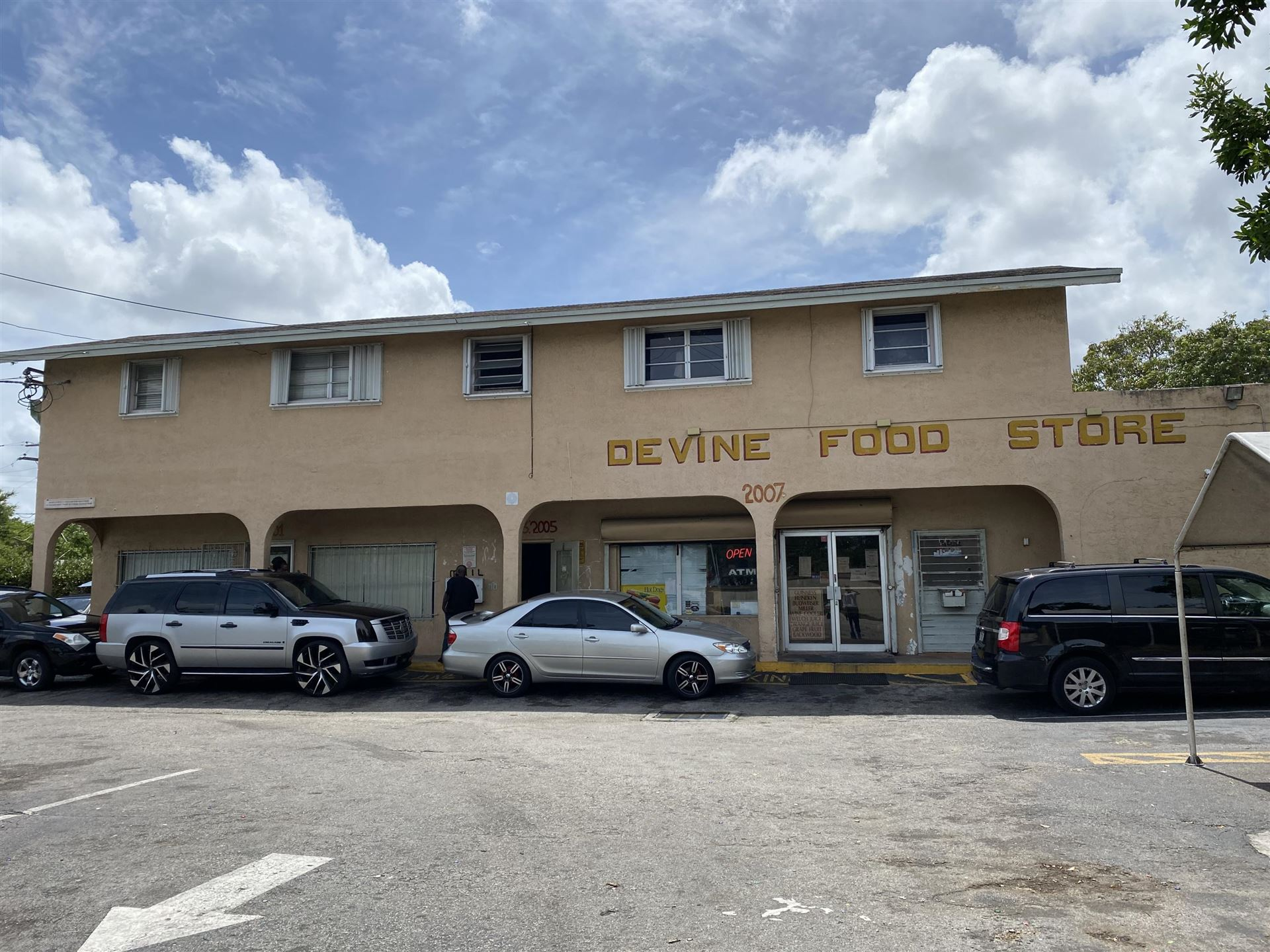 Photo of 2001 NW 21st Avenue, Fort Lauderdale, FL 33311 (MLS # RX-10717881)